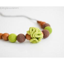 Collier d'allaitement et de portage - colori vert et brun, fleur verte