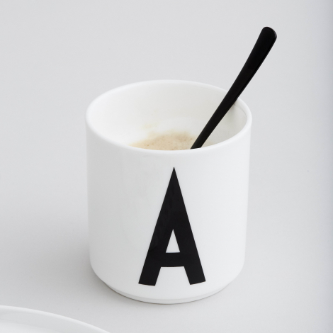 Tasse en porcelaine A